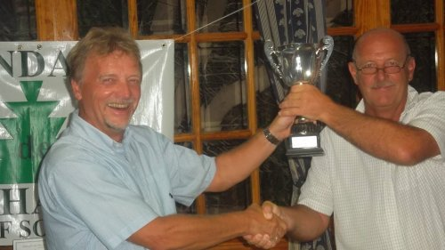 Jan presents the cup to Dave..........