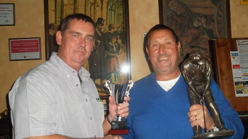 Neil and Les together again but this time it is only Les who takes away the prize.........