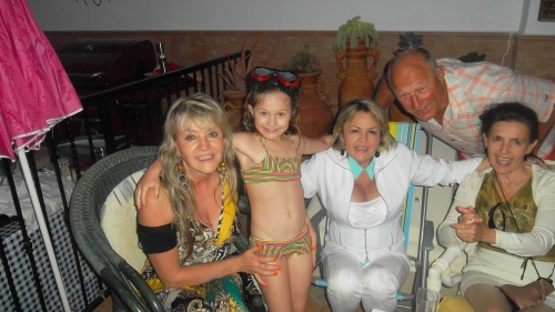 Peter with daughter Catherine and his 3 columbian sisters-in-law........