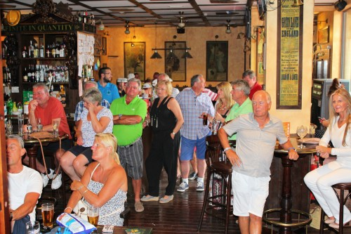 the golfers gather in the Clover bar to find out who has won.......