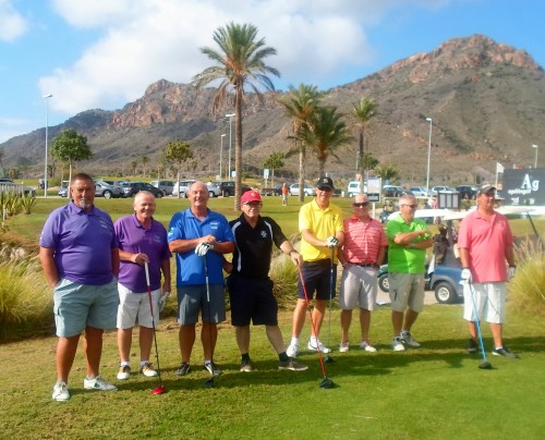 a few of then Condado contingent watch Neil hit his first shot from the white tee...............